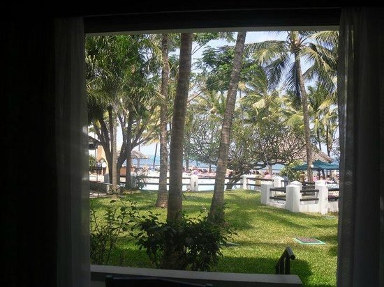 Bamburi Beach Hotel: View from our room on the bottom floor
