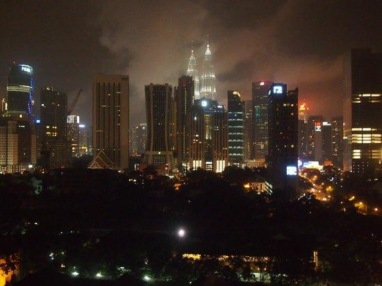 D-Villa Residence Hotel: Ночной город