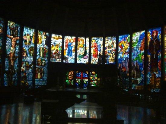 Iglesia La Porciuncula (la Iglesia de Cristal) : Altar