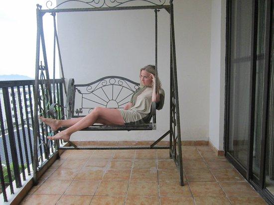 Yuhai Internationl Resort : приятный балкончик в номере