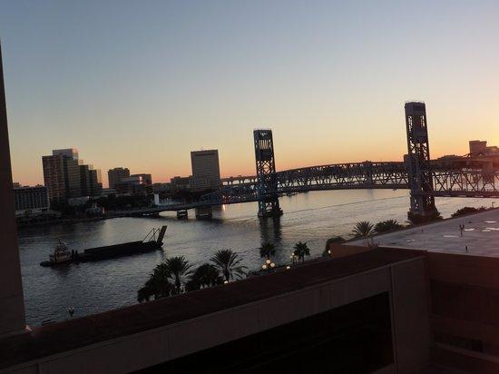 Hyatt Regency Jacksonville Riverfront : river view-same window