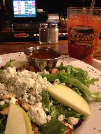Appalachian Brewing Company - Gettysburg Gateway: Best salad ever!!