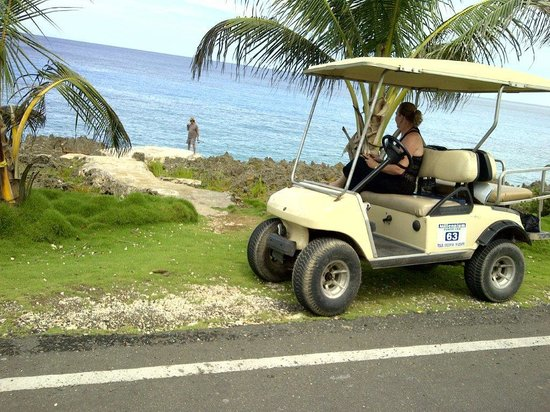 Decameron Maryland : 4 seater golf cart