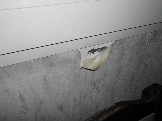 Dieblich, Deutschland: Tapeten könnte mann am Fenster mal ankleben
