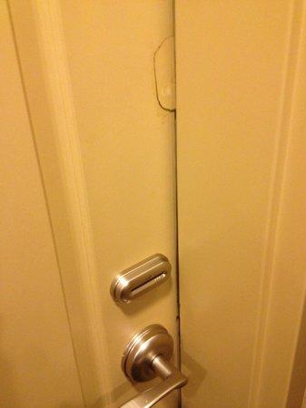 Hampton Inn Evanston: forcible entry??? GLUE SEEMS LIKE A RELIABLE FIX!