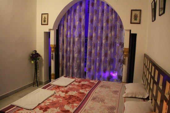 Sri Radha Krishna Kunj: Room