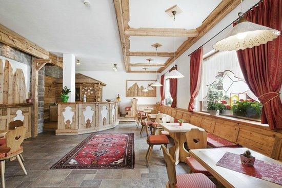 Taverna sala giochi foto di dolce casa family hotel spa moena tripadvisor - Taverna di casa ...