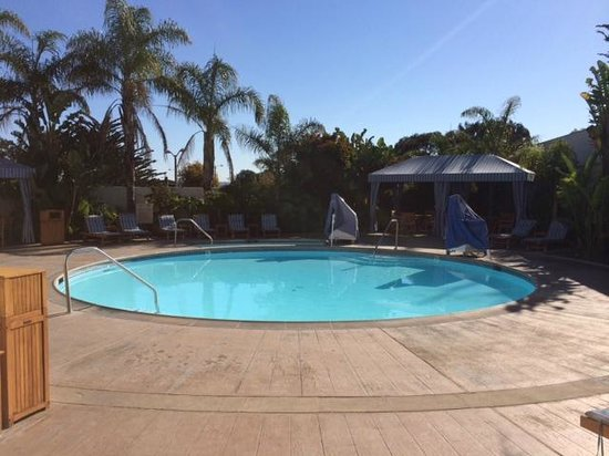 Portola Hotel & Spa at Monterey Bay: Boring pool