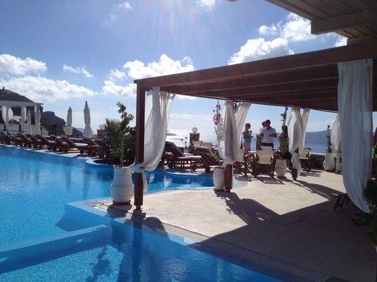 Imerovigli Palace Hotel: Pool area is great
