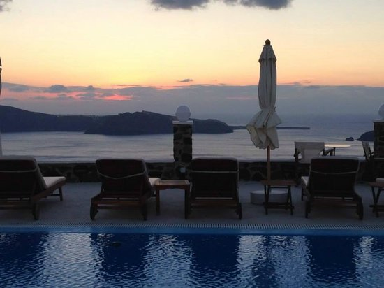 Imerovigli Palace Hotel: View from pool lounge