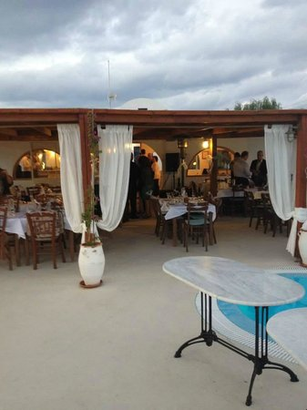 Imerovigli Palace Hotel: Nice area set up for our rehearsal dinner