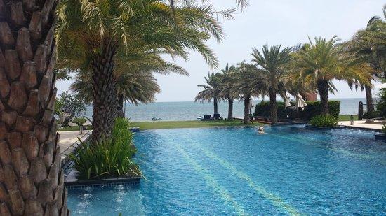 Marrakesh Hua Hin Resort & Spa: pool