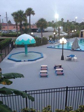 Days Inn Orlando Airport Florida Mall: swimming pool