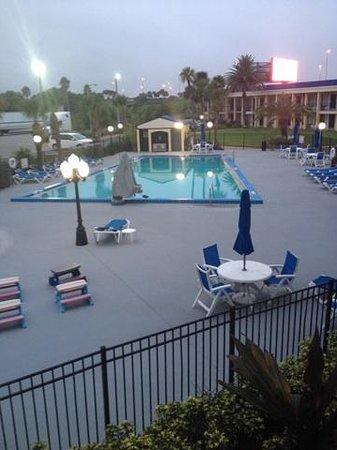Days Inn Orlando Airport Florida Mall: swimming pool area