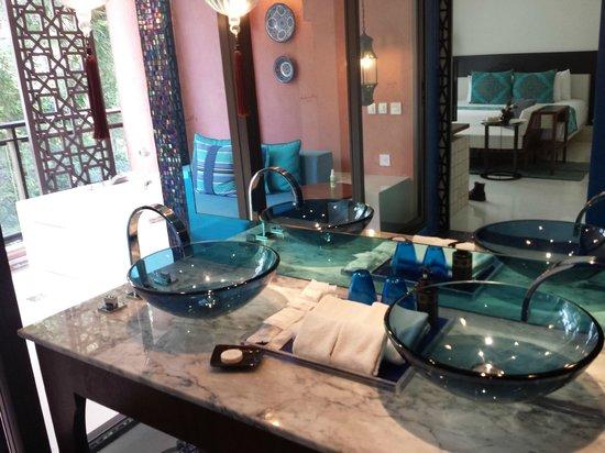 Marrakesh Hua Hin Resort & Spa: bathroom