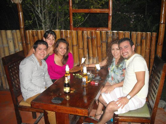 Coca, Ecuador: 2 Ambientes el bar con su barra de piedra y el restaurante!