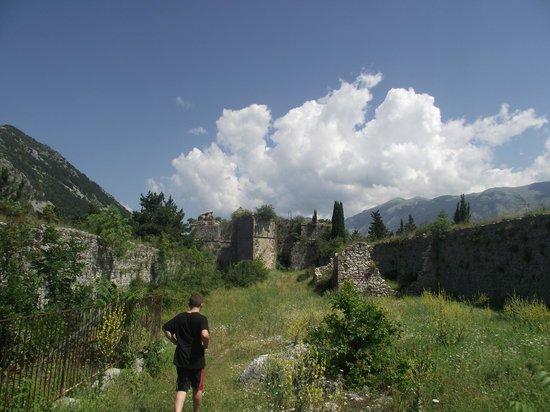 Italy Farm Stay: A Walk Among some Ruins