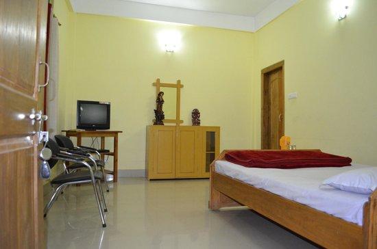 Kaziranga Florican Lodge: room