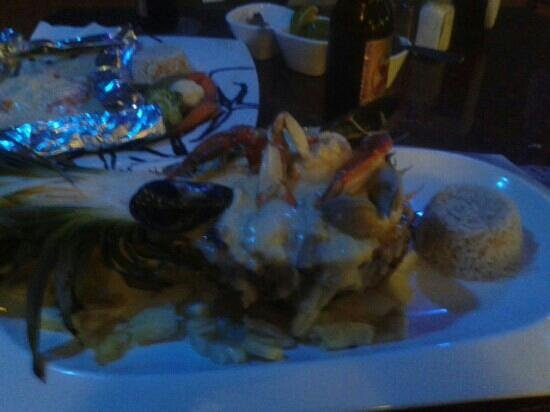 Kool Fish Restaurant: Piña con mariscos