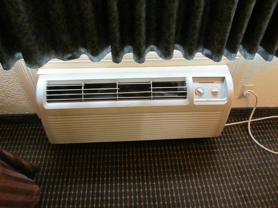 Travelodge Inn & Suites San Antonio Near Fort Sam: the A/C unit