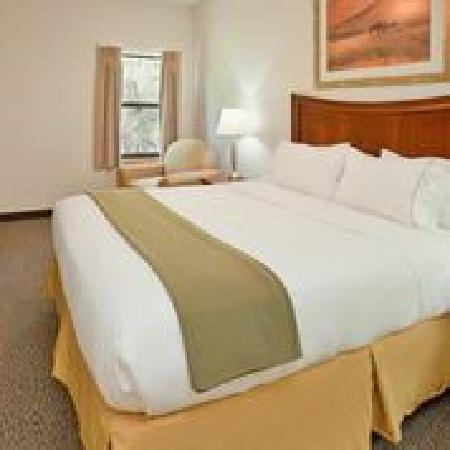 IHG Army Hotels on Fort Leonard Wood: Foster Lodge Suite, Queen Bed