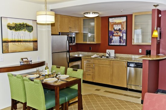 Residence Inn Gulfport-Biloxi Airport - Renovated: Suite view of Kitchen