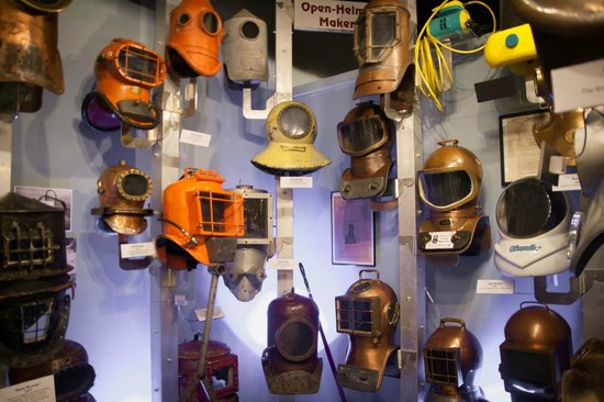 History of Diving Museum : various dive helmets