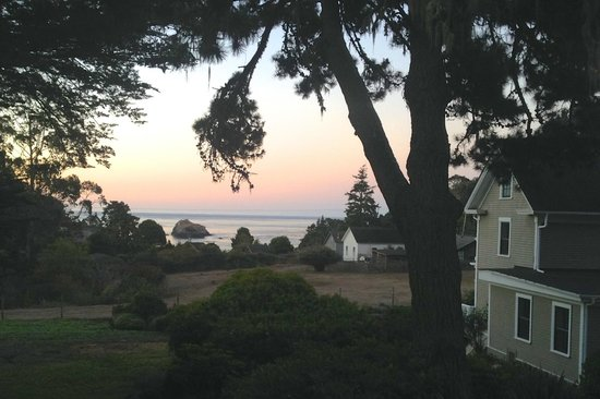 Glendeven Inn Mendocino: sunrise ocean view from my room (Bayloft)