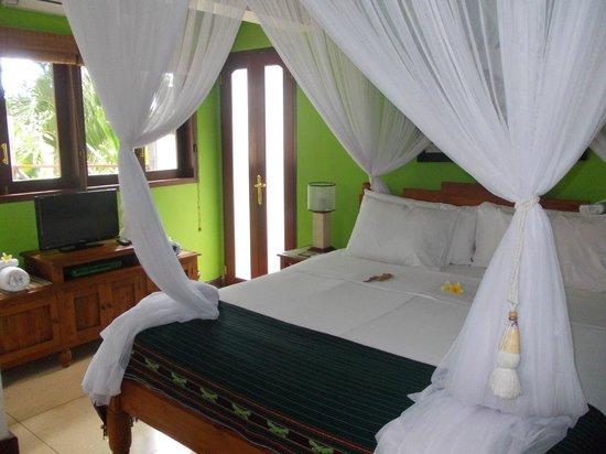 Umah Watu Villas: tastefully done rooms