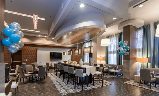 Hampton Inn & Suites Chapel Hill/Carrboro: Perfect Mix Lobby