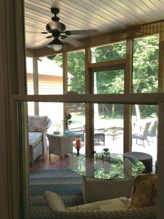 Inn at Moler's Crossroads : back porch