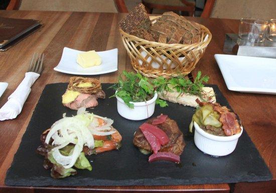 BrewPub: Danish plate with bread