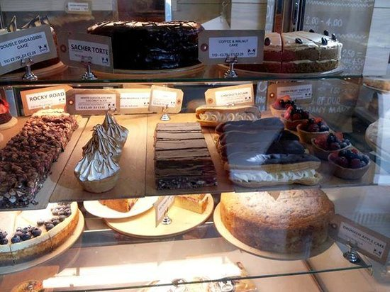 Divine cakes from Two Magpies Bakery