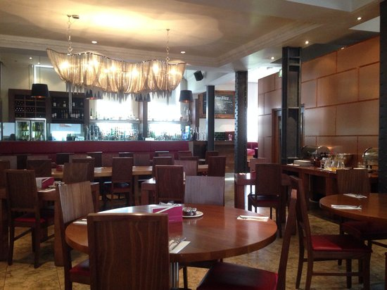 The Bank Bar and Brasserie: Dining area