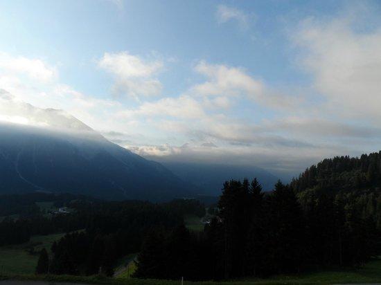 Berghotel Tgantieni: der morgendliche Blick vom Hotelbalkon