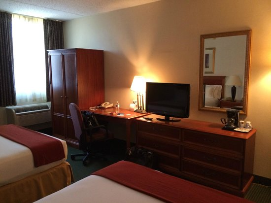Comfort Inn Madison - Downtown: TV