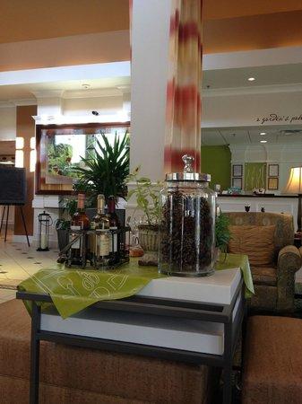 Hilton Garden Inn Birmingham SE/Liberty Park : Lobby Area