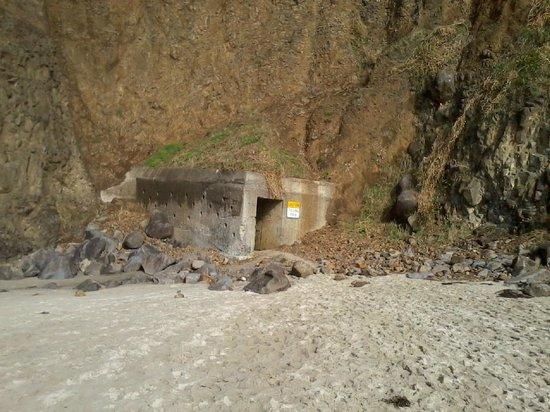 Three Arch Inn : Pedestrian tunnel through cliff