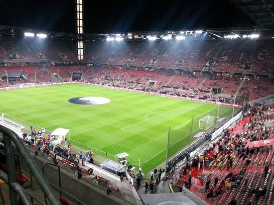 RheinEnergieStadion: Stadio 2