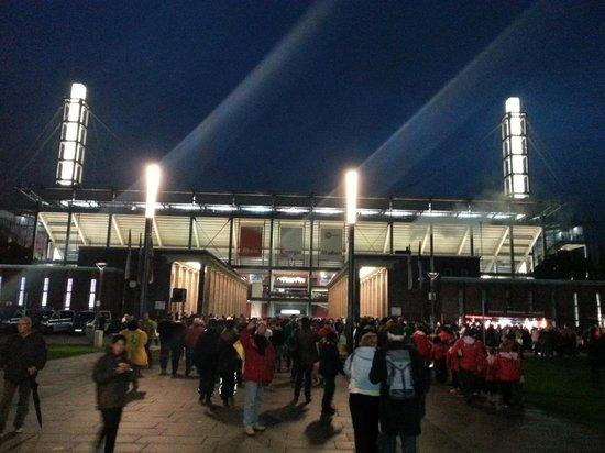 RheinEnergieStadion: Stadio 3