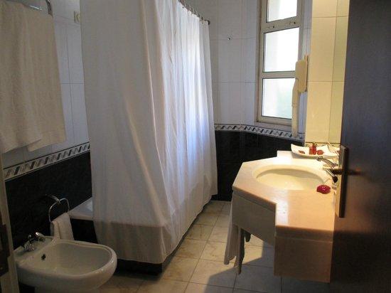 Hotel dos Templarios: Bathroom