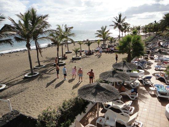 VIK Hotel San Antonio: French Boules on the beach