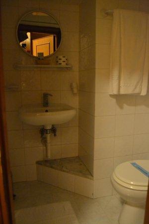 Hotel Teti : Baño