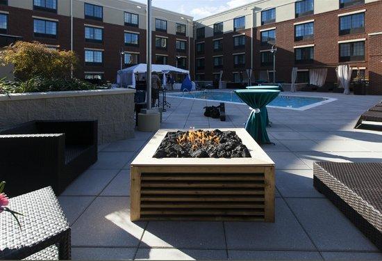 Hampton Inn & Suites Chapel Hill/Carrboro: Fire Pit