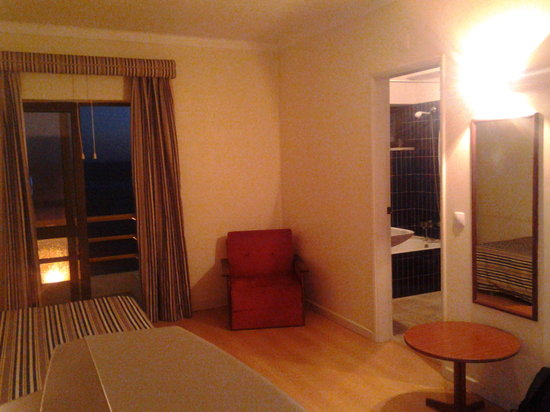 Hotel Tamargueira: family room with space