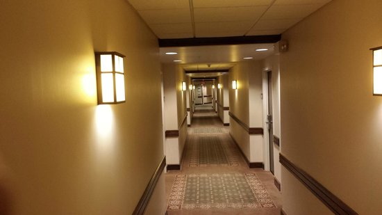 Stonewall Resort: Hallway of resort.