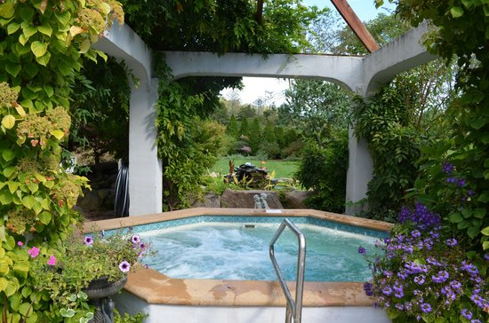 The Villa: Most beautiful jacuzzi we have ever seen