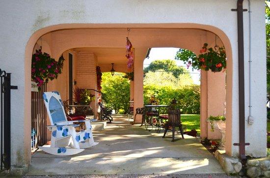 The Villa: Entrance area