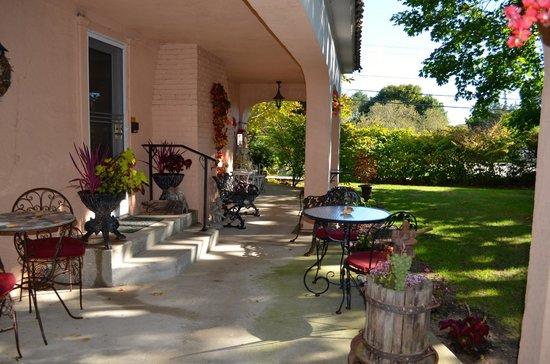 The Villa: Entrance