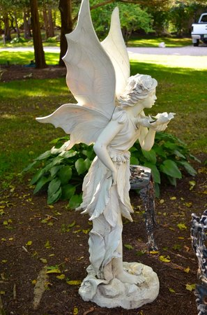 The Villa : Angelic statues everywhere